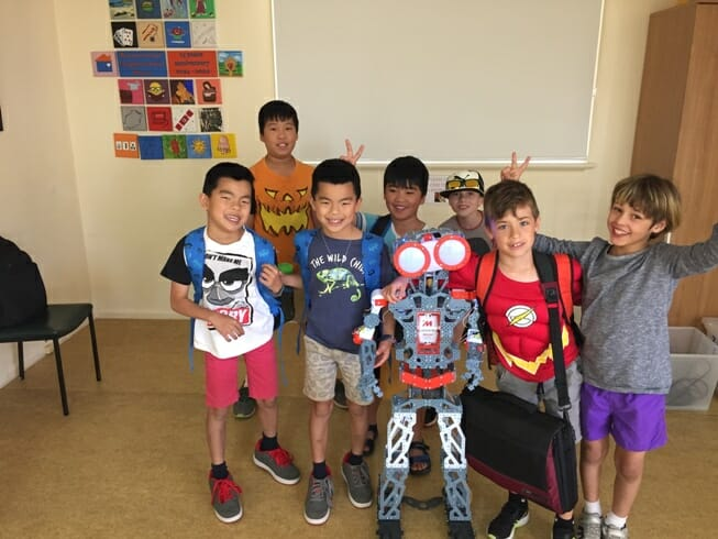 kids learning robotics